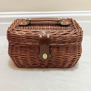 Wicker insolated picnic basket.
